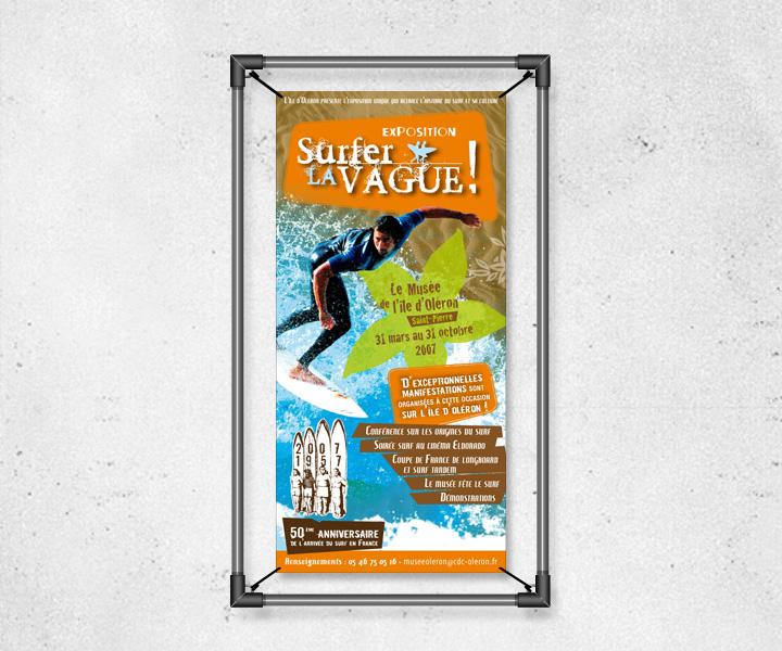 Affiche de l'exposition Surfer La Vague