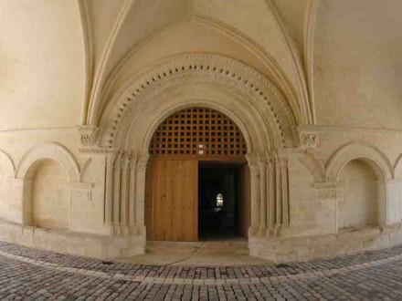 l'hôpital des pèlerins à Pons entrée